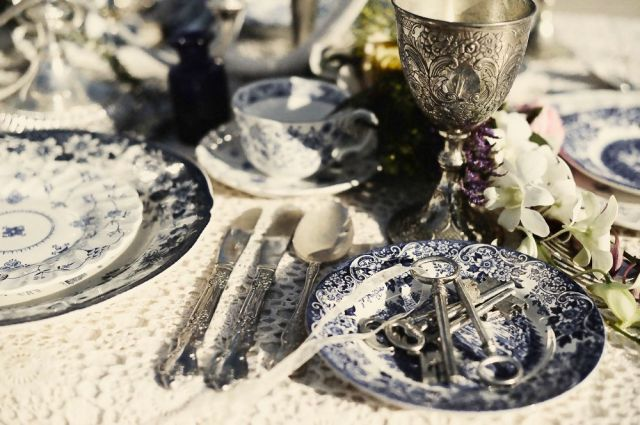 Bohemian Love Story_The LANE Event Styling_Blue Willow China_Antique Cutlery