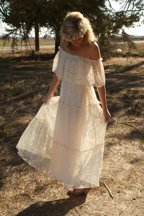 Daughters of Simone Vintage 1970 s Ivory Vintage Lace Wedding Dress 650