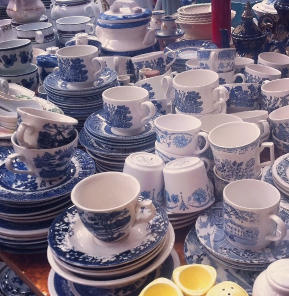 The LANE Event Styling Blue Willow China